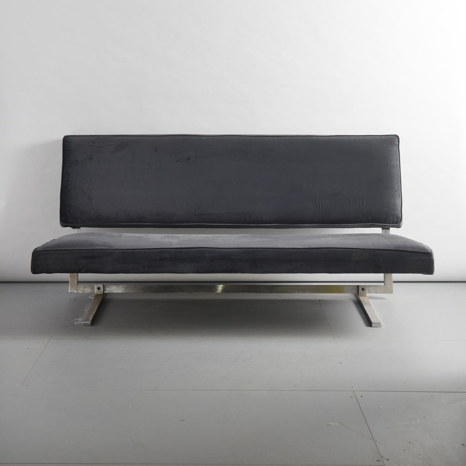 Sofa in the style of Florence Knoll
