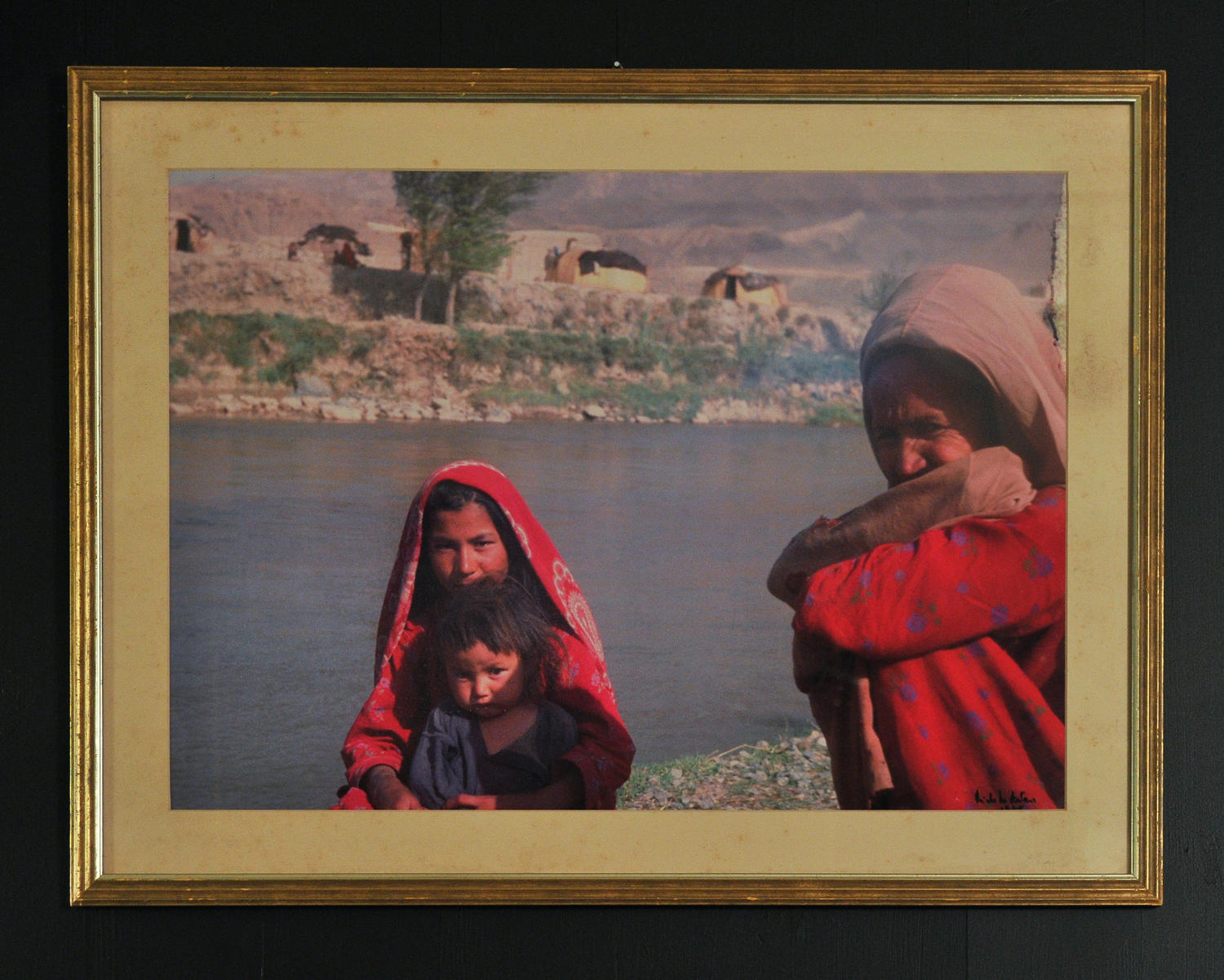 Picture of two women in Afghanistan